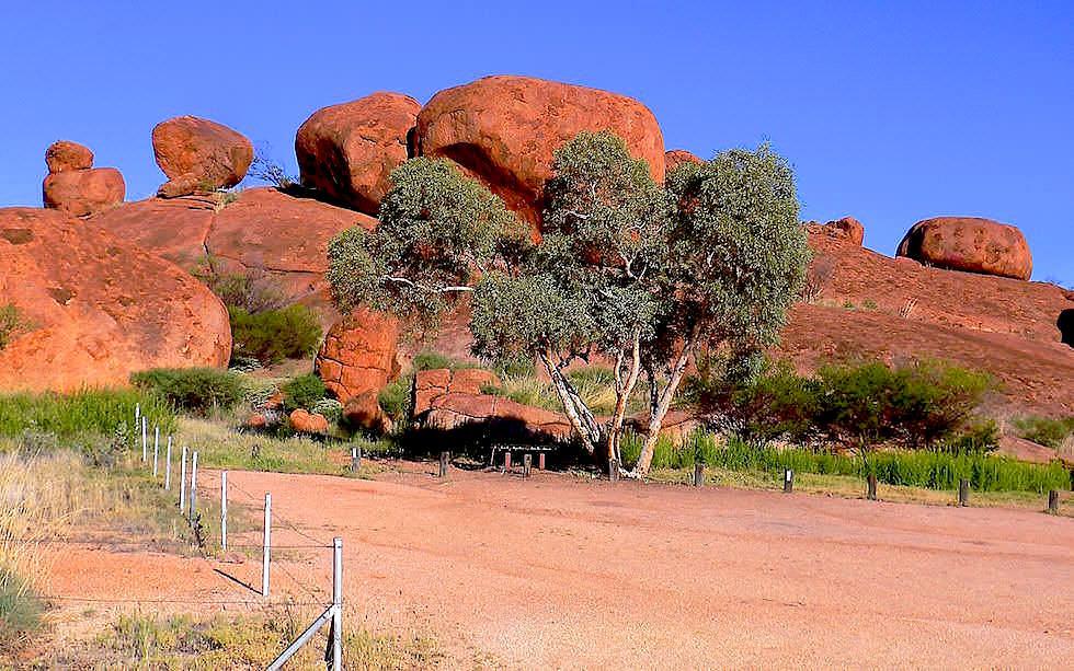 Bush-Camp Devil Marbles Northern Territory Australia