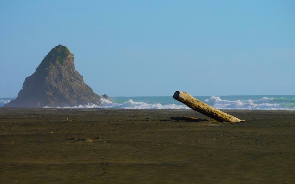 karekare beach near Auckland