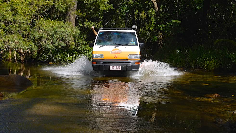 Crossing waterways in Paluma Range Nationalpark