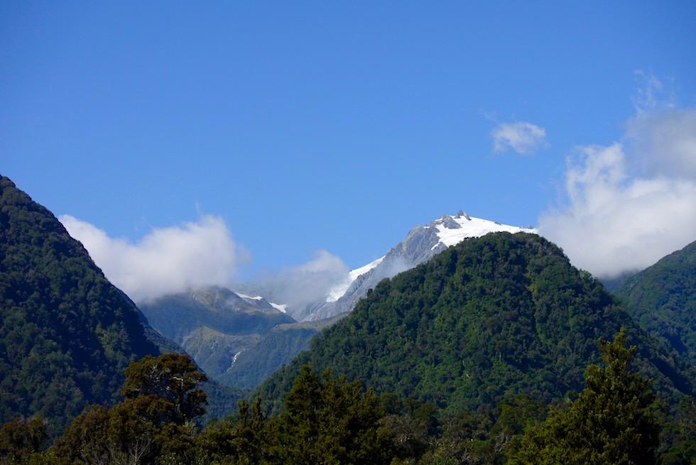 Von weitem: Franz Josef Gletscher vom Highway gesehen - Südinsel Neuseeland