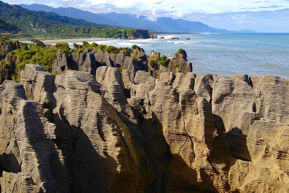 Ausblick auf Pancake Rocks - Dolomite Point an der Westküste im Paparoa National Park - Südinsel Neuseeland