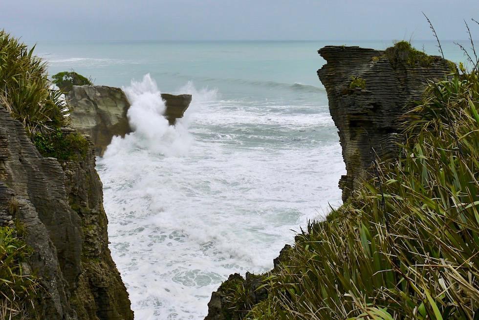 Pancake Rocks - tosendes Meer - Paparoa National Park an der Westküste - Südinsel Neuseeland