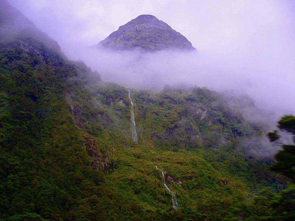 Magic Doubtful Sound - hunderte Meter lange Wasserfälle prägen diesen Fjord der Stille - Südinsel Neuseeland