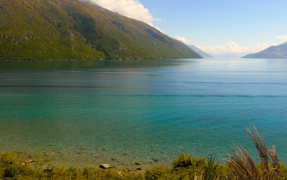 Sunshine Smaragd Color of  Lake Wakatipu South Island NZ