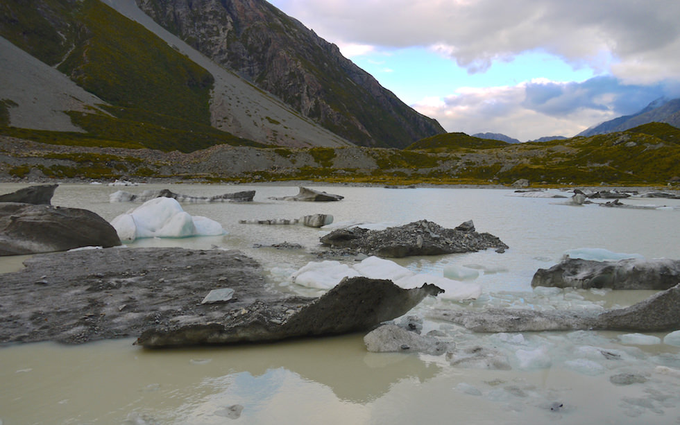 Lake Hooker is the end of Hooker Valley Walk: Lake Hooker near Mt. Cook South Island NZ