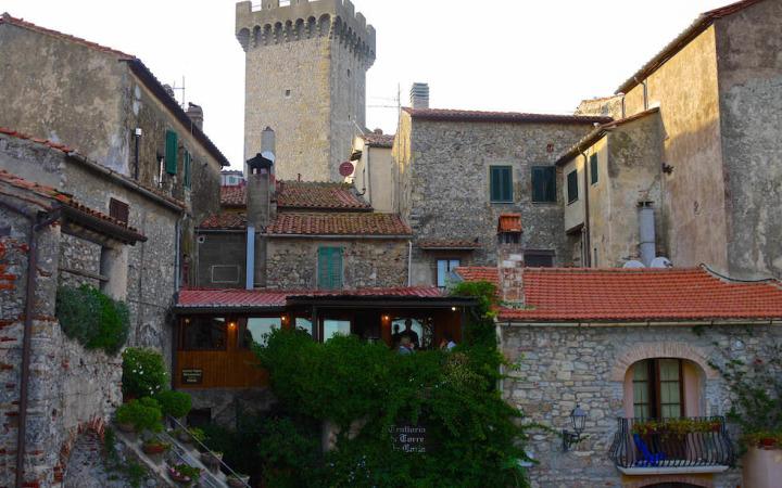 Wunderschönes Capalbio - Im Innern der Festung: Alte Gebäude & freundliche Menschen - Toskana - Italien