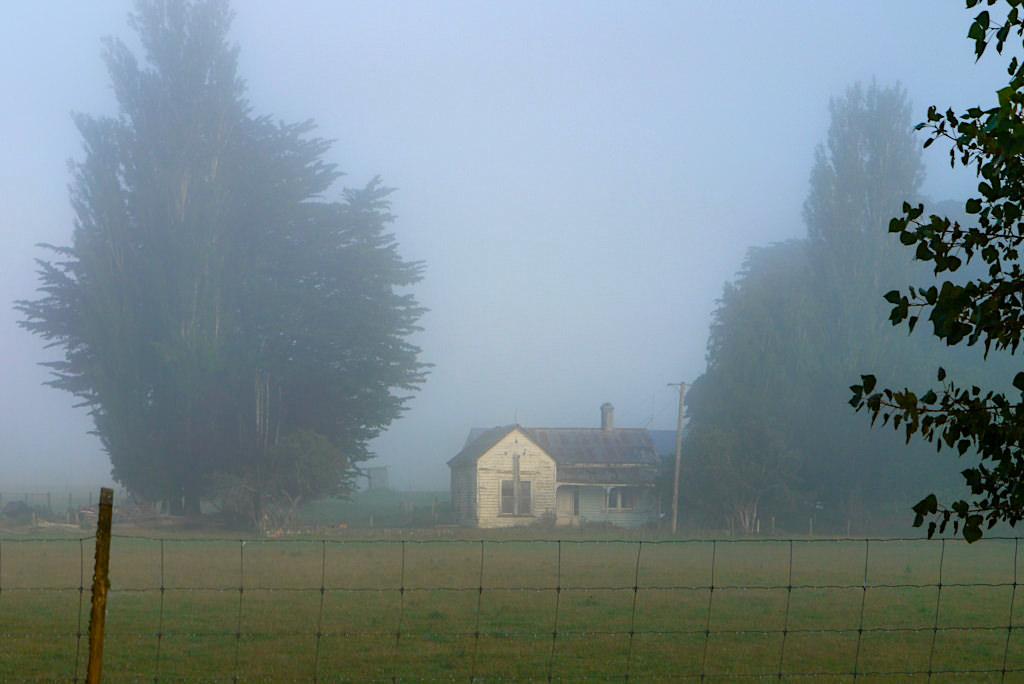Landschaft beim Waiau River - Mystische Morgenstimmung mit Bodennebel - Südinsel, Neuseeland