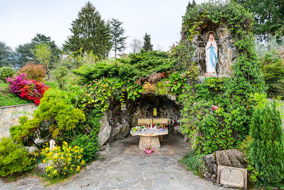 Abbazia Piona - Grotta della Madonna di Lourdes: Mariengrotte ein Ort der Stille - Comer See Geheimtipps -Lombardei, Italien