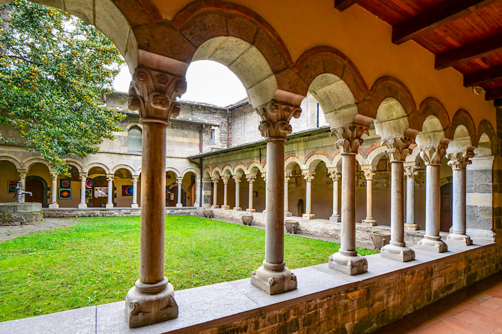 Abbazia di Piona - Historisch bedeutender Säulenklosterhof mit 40 verschieden Säulen - Comer See Insider Tipps - Italien