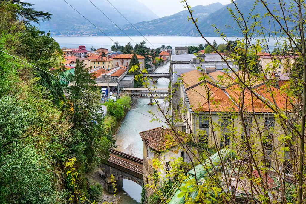 Bellano - Toller Ausblick von der L'Orrido auf den Hexenturm & Wasserkraftwerk - Comer See Insider Tipps - Lombardei, Italien