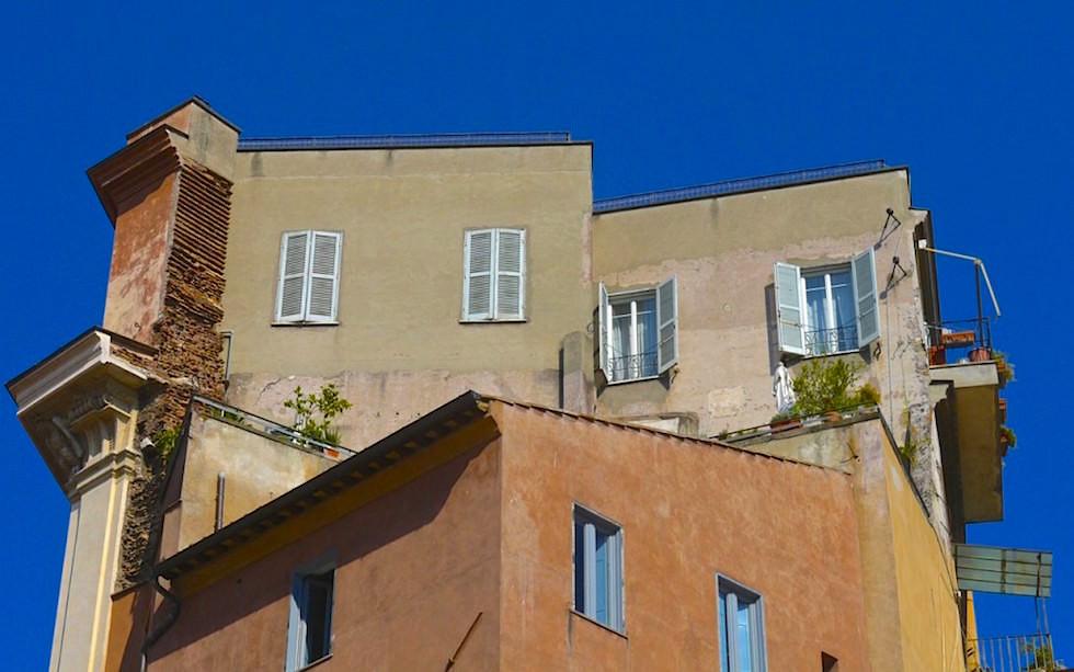 Builing-around-Campo-de-Fiori-in-Rome-near-Piazza-Navona-1024x640