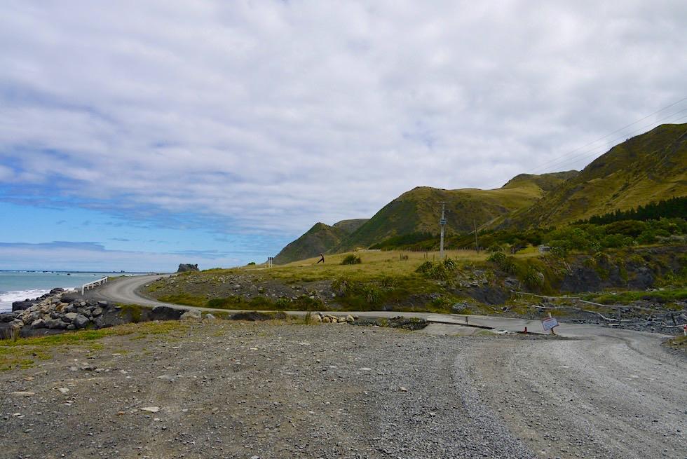 Letztes Stück der Cape Palliser Road beim Cape Palliser Lighthouse - Nordinsel, Neuseeland