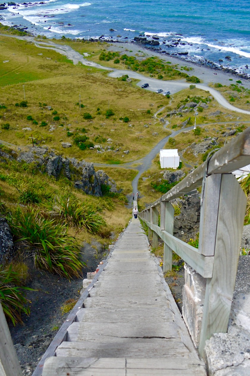Cape Palliser - Atemberaubender Ausblick auf 253 Stufen hinab vom Leuchtturm - Nordinsel, Neuseeland