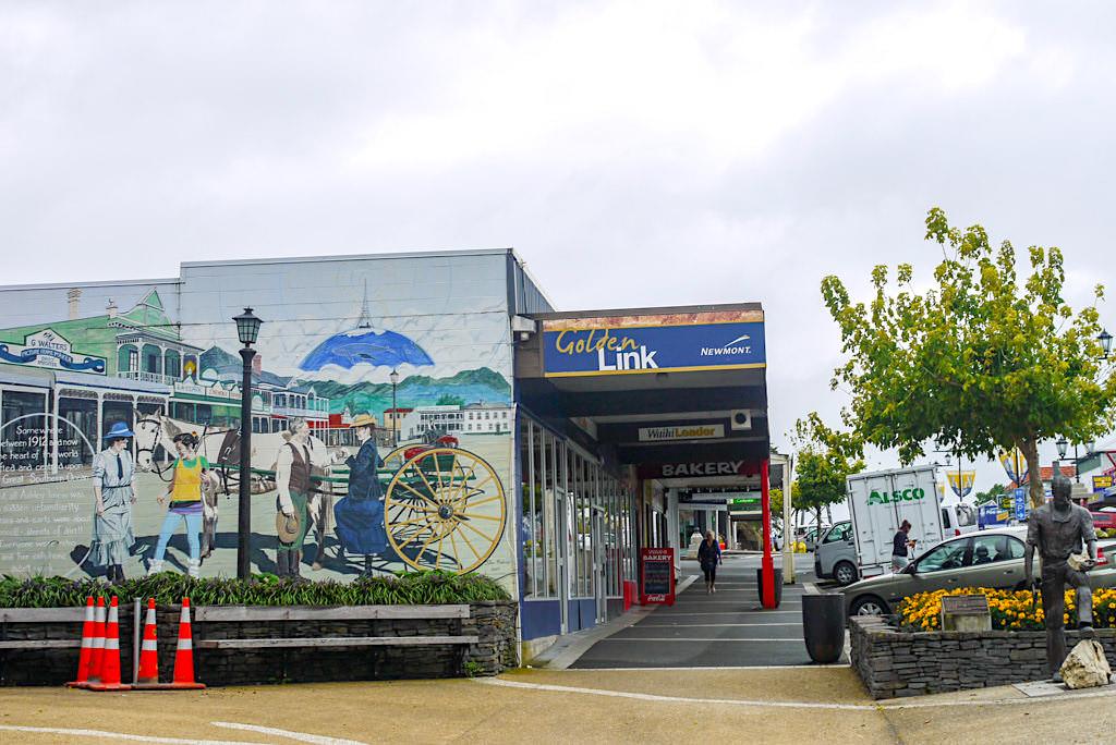 Coromandel - Wahai mit bunten Strassen & herrlich schöne Street Art erzählen von längst vergangen Zeiten - Nordinsel, Neuseeland