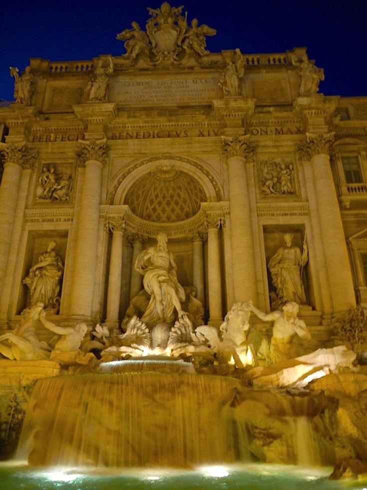 Fontane di Trevi in Rom Italien bei Nacht