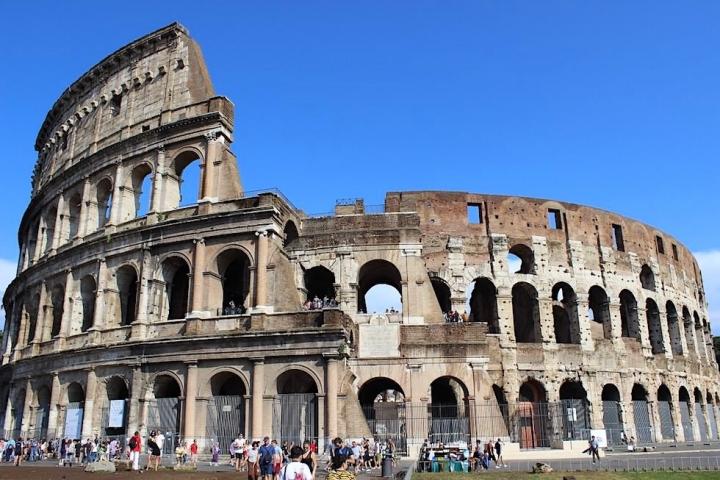 Kolosseum in Rom - Vorderansicht Eingang - Italien