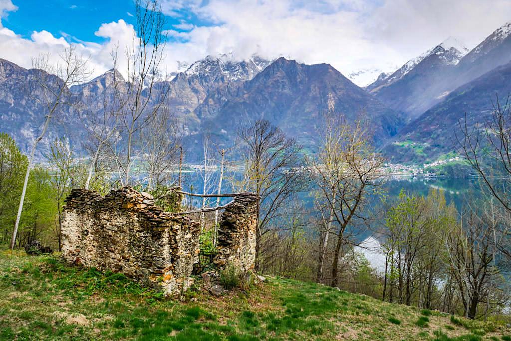 Faszinierende Lago Mezzola Wanderung im Norden des Comer Sees durch ein einzigartiges Feuchtgebiet Pian di Spagna - Lombardei, Italien