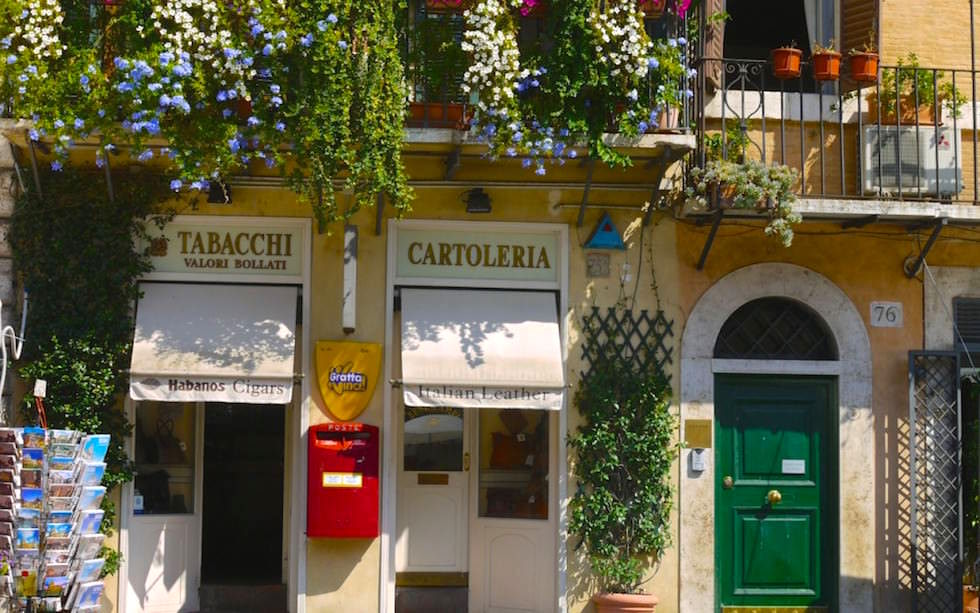 Lovely Shops Piazza Navona  in Rom Italien