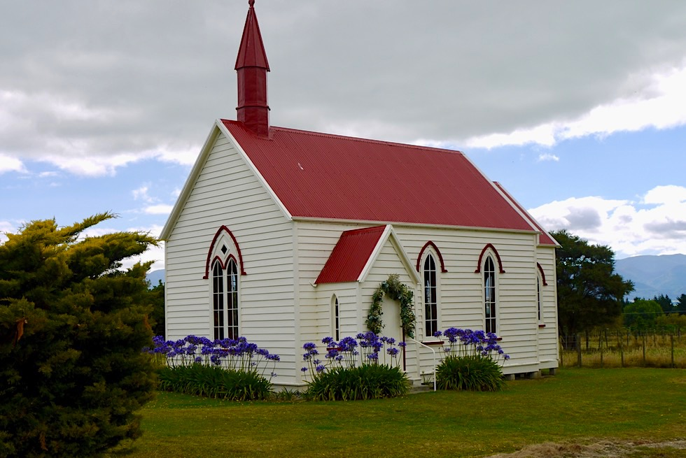 Von Martinborough nach Cape Palliser - Idyllisch & liebevoll: Kapelle an der Lake Ferry Road - Nordinsel, Neuseeland