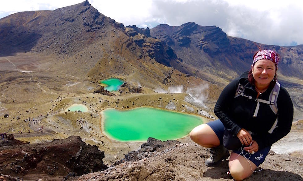 Erster Blick auf Emerald Lakes - Tongariro Crossing - Neuseeland Nordinsel