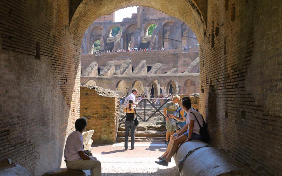 Kolosseum in Rom Italien - Blick aus den Katakomben