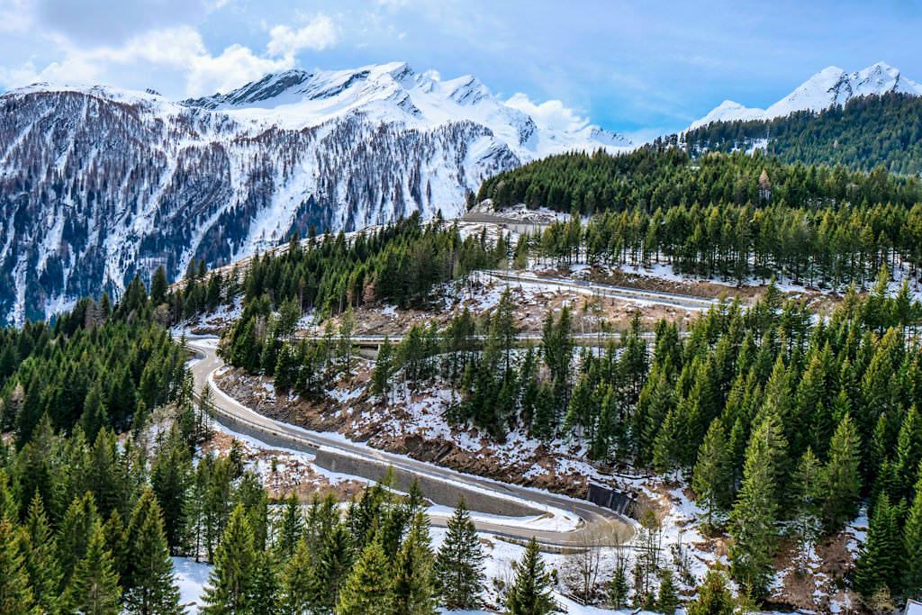San Bernadino Passstrasse - Kurvenzauber in Richtung Süden - Schweiz