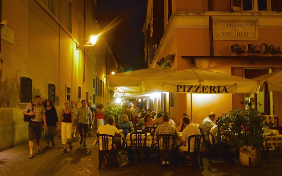 Strolling-in-Trastevere-Rome-at-night