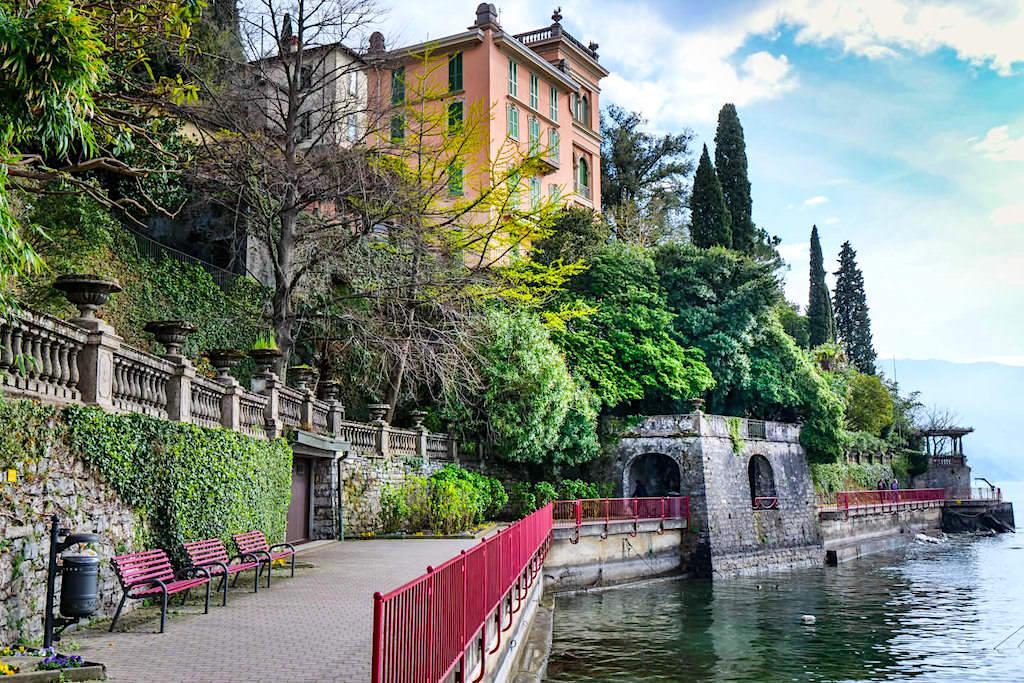 Varenna - Uferpromenade voller schöner Villen - Comer See Highlights- Lombardei, Italien
