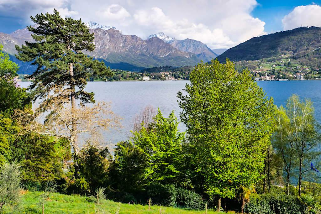 Villa Carlotta - Immer wieder herrliche Ausblicke vom Garten auf Comer See & die Berge - Italien