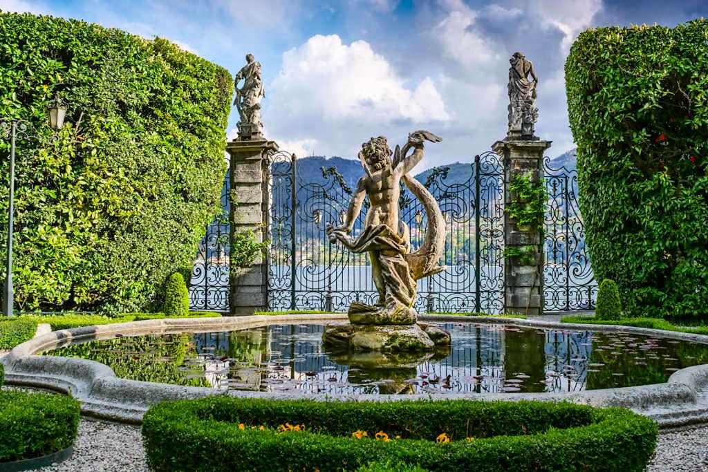 Comer See Highlights - Villa Carlotta mit malerischem Brunnen -Lombardei, Italien