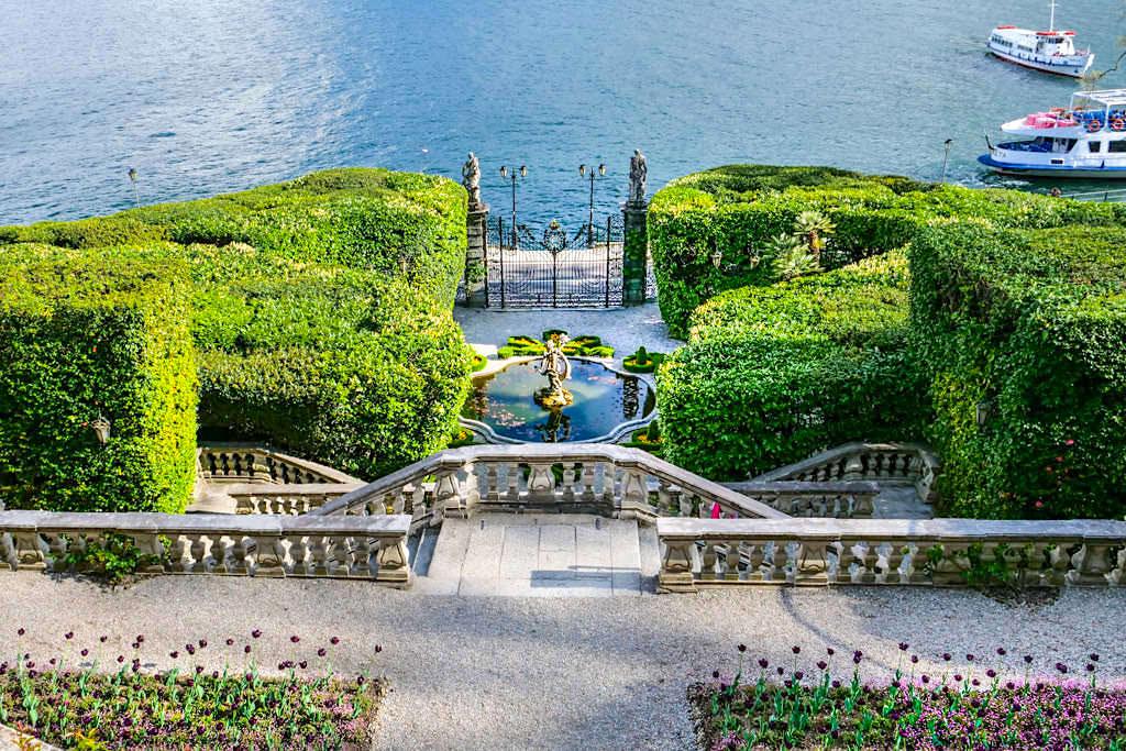 Villa Carlotta - Blick auf die Treppen, den Brunner & den Comer See - Lombardei, Italien
