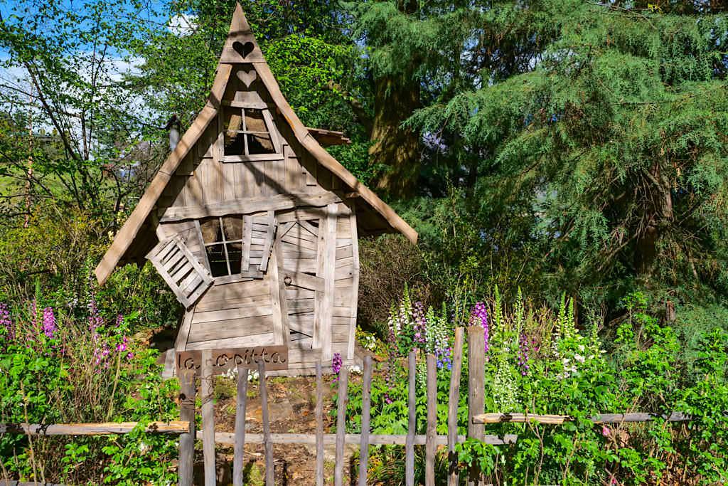 Villa Carlotta - idyllischer Blumengarten mit Hexenhäuschen - Comer See Sehenswürdigkeiten - Italien