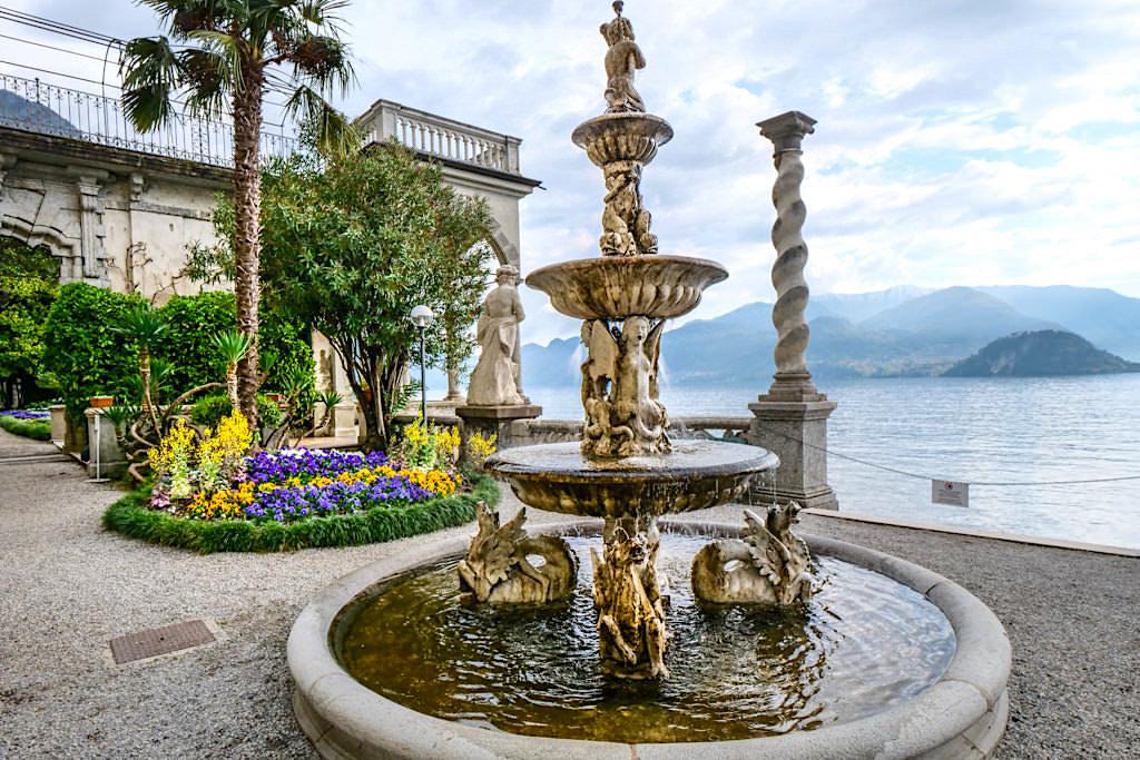 Villa Monastero - Botanischer Garten mit Brunnen, Säulen und vielen Balustraden - Comer See Highlight - Lombardei, Italien