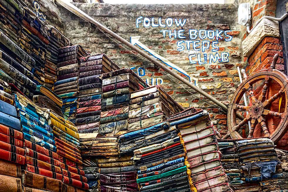 Venedig Insider Tipps: Acqua Alta Book Shop - einer der schönsten Buchläden der Welt - Italien