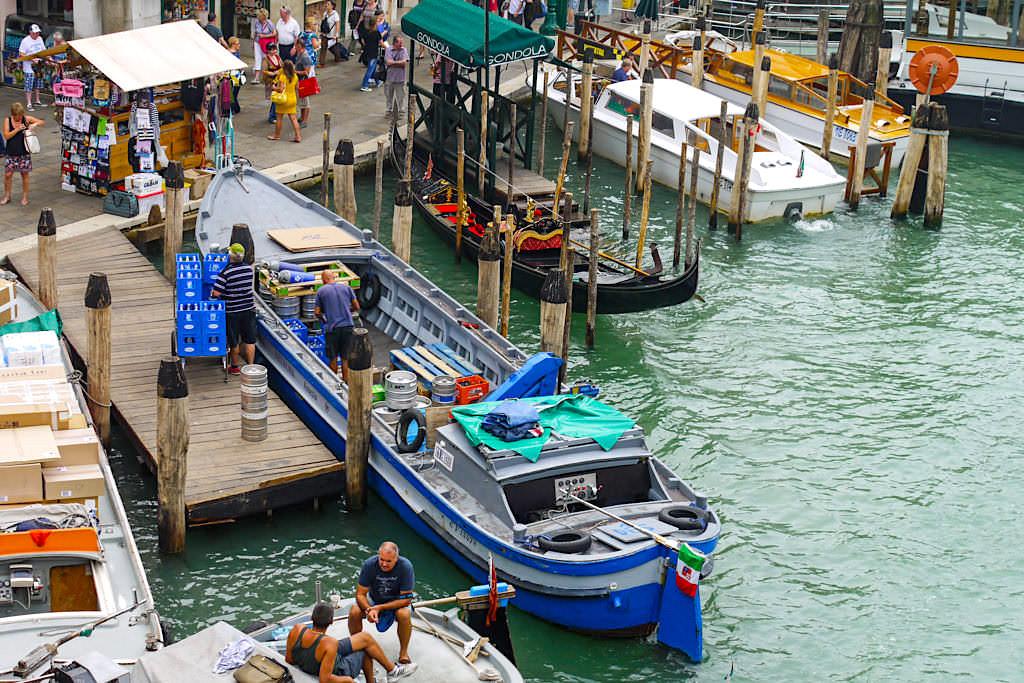 Canal Grande - Hauptverkehrsader von Venedig und Umschlagplatz für Waren - Italien