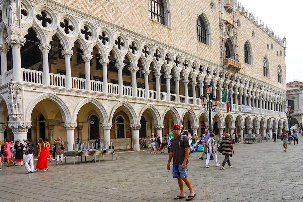 Dogenpalast und seine seeseitige Fassade und Ansicht - Venedig Sehenswürdigkeiten - Italien