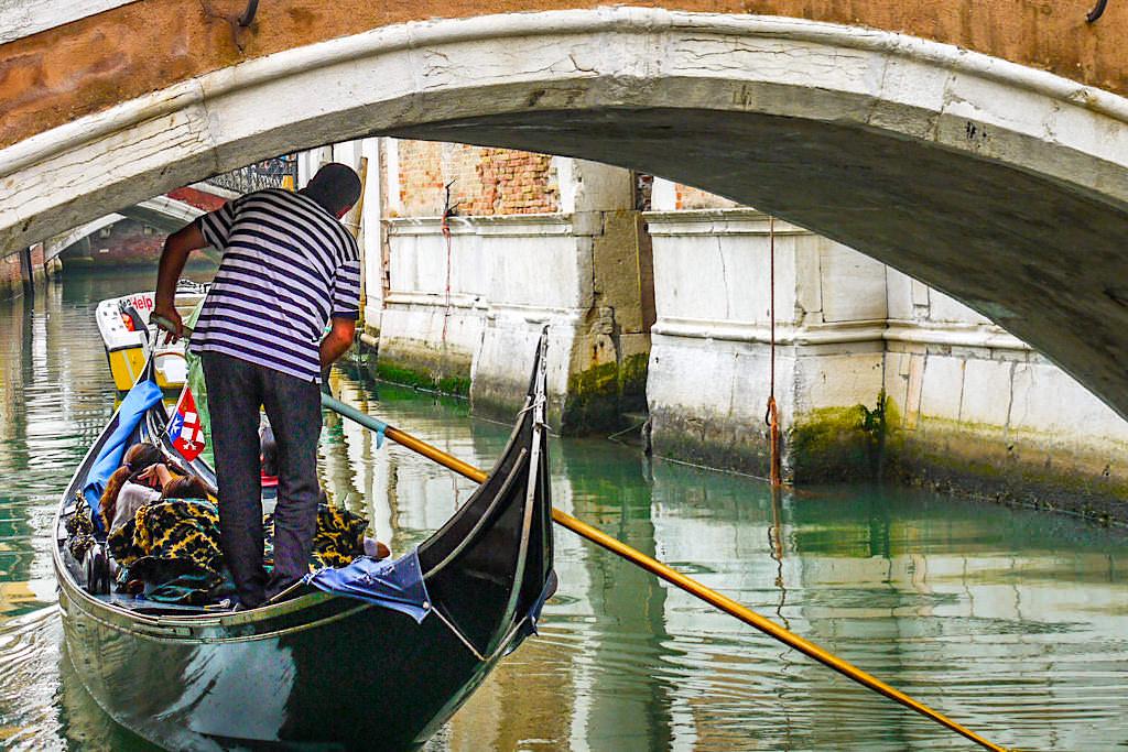 Wie werden die venezianischen Gondeln gebaut? - Italien