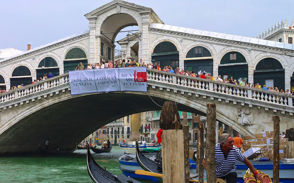 Rialto Brücke über den Canal Grande Venedig in Italien