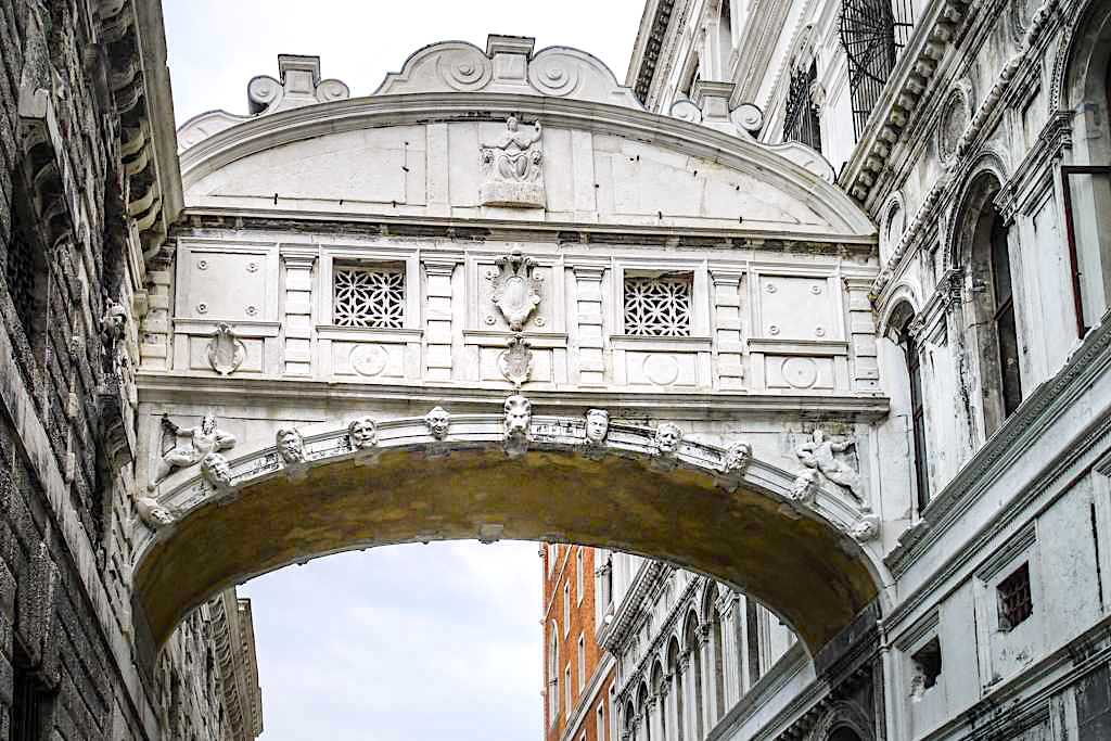 Venedig Sehenswürdigkeiten - Ponte dei Sospiri oder die berühmte Seufzerbrücke - Italien