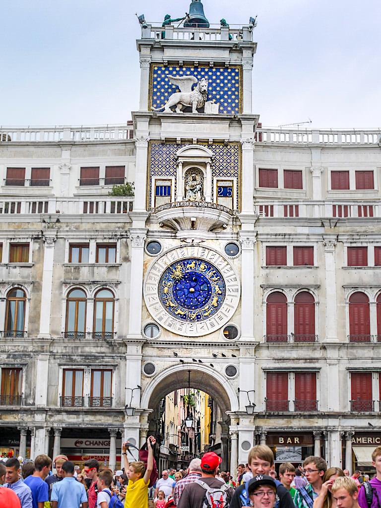 Der Uhrturm oder Torre dell' Orologio gehören zu den Top Venedig Sehenswürdigkeiten - Italien