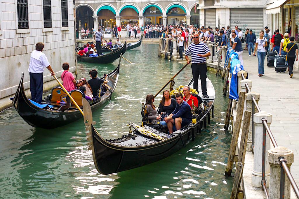 Eine Gondelfahrt in Venedig - Romantik oder geschäftstüchtiges Treiben - Italien
