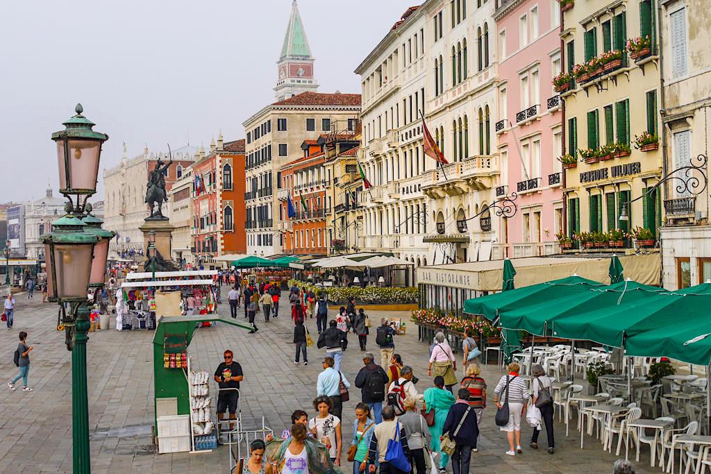 Venedig - Uferpromenade bei Morgennebel - Italien