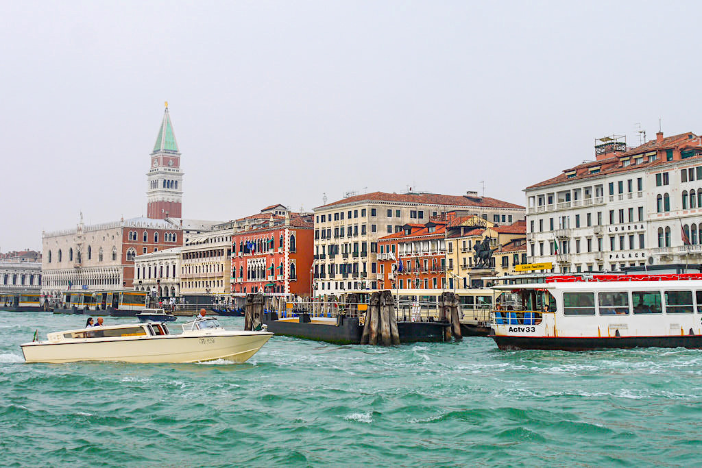 Venedig - Vaporetto Anleger & Wassertaxis - Italien