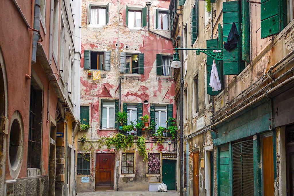 Venedig Insider Tipp: Venedigs Gassen und Häuser abseits Touristenmassen - Italien