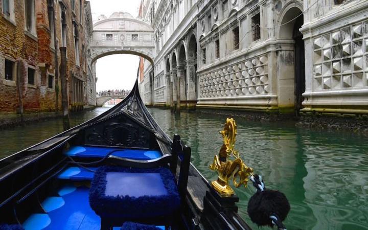 Venedig Gondelfahrt zur Seufzerbrücke