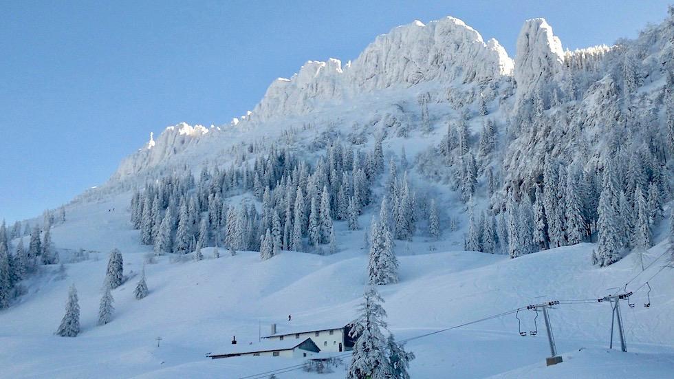 Verschneite Kampenwand im Winter - Chiemsee Gebiet - Bayern