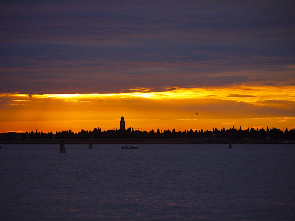 Mit der Fähre durch die Lagune von Venedig - Sonnenuntergang & grandioser Ausblick - Italien