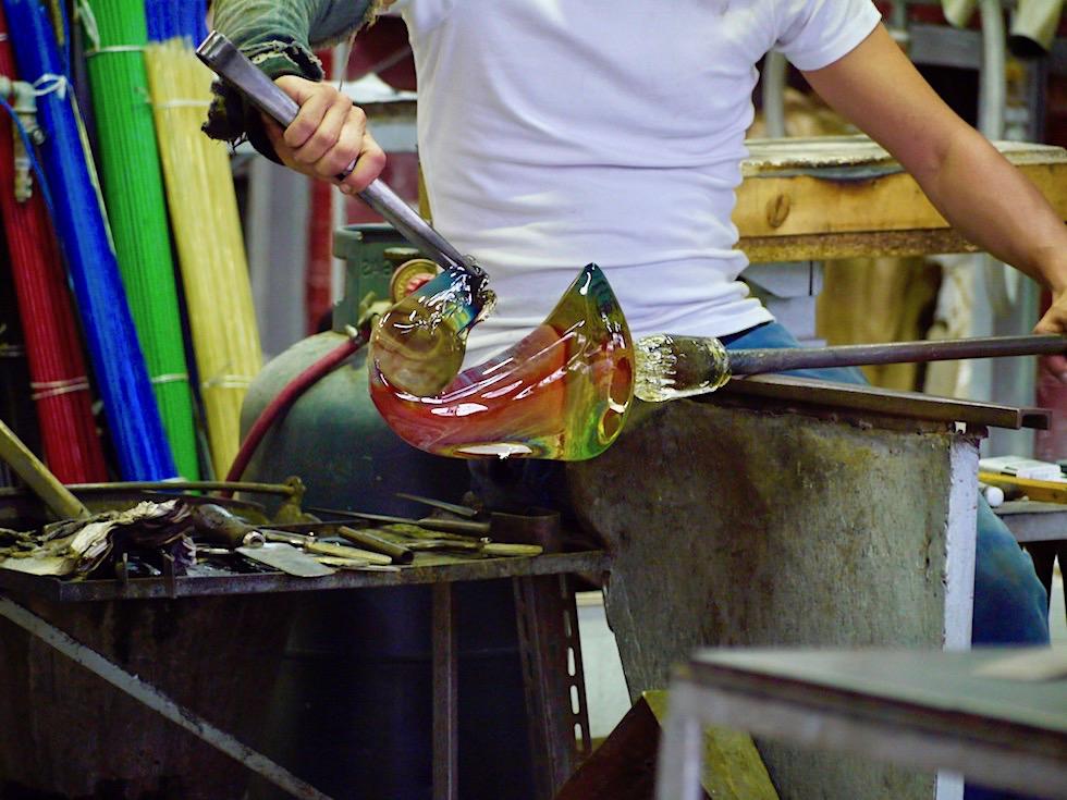 Murano Glasbläser Insel - Glasbläser formen Kunstobjekte vor den Augen der Zuschauer - Lagune von Venedig - Italien