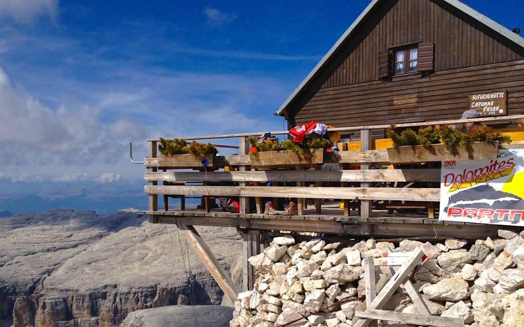 Rifugio Capanna Fassa am Gipfel des Piz Boè in der Sella Gruppe Dolomiten - Südtirol Italien