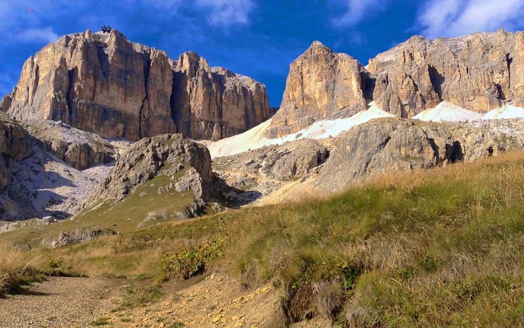 Aufstieg vom Passo Pordoi zum Piz Boe in den Dolomiten